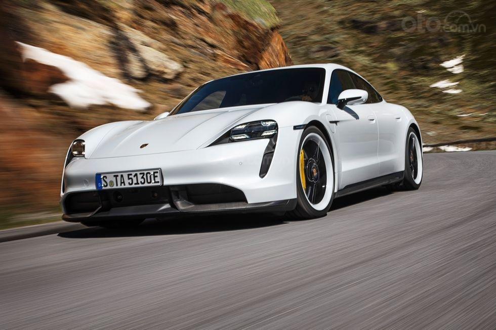 Đánh giá xe Porsche Taycan 2020.