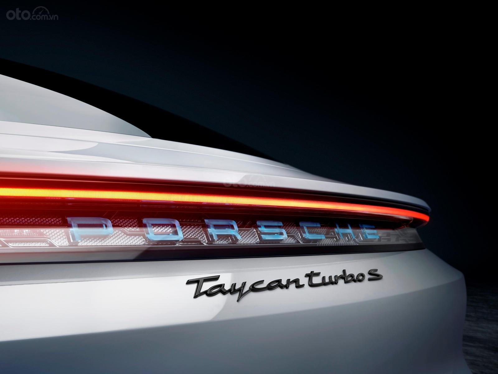 Đèn hậu xe Porsche Taycan 2020