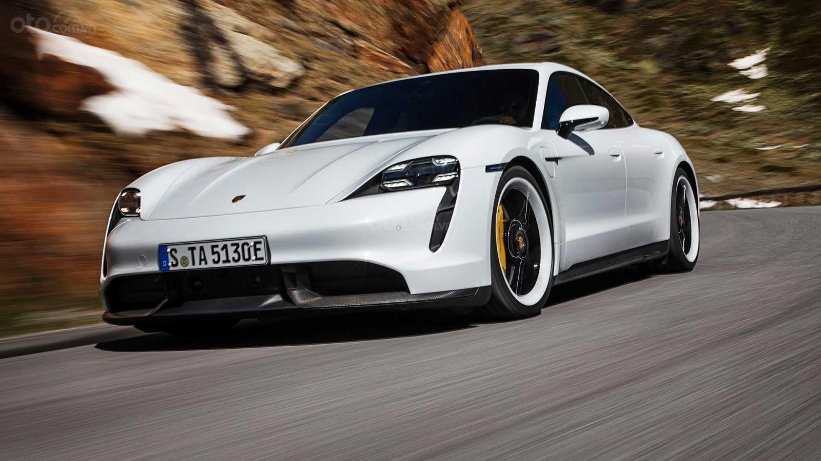 Góc 3/4 đầu xe Porsche Taycan 2020