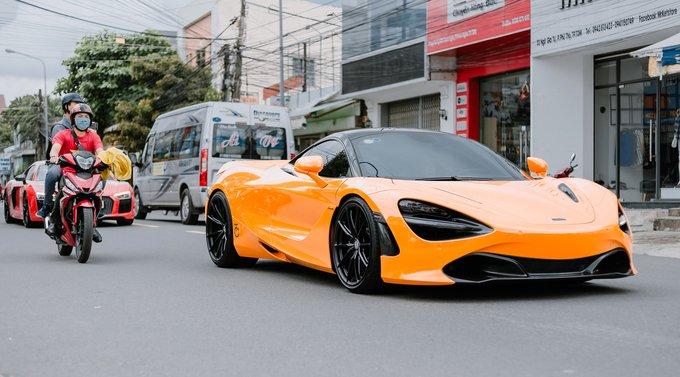 McLaren 720S màu cam độ mâm HRE đa chấu ấn tượng.
