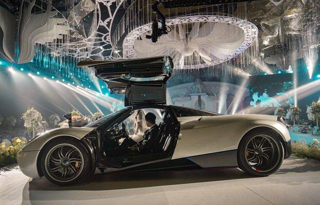 Video Minh Nhựa cầm lái Pagani Huayra 80 tỷ đưa gái diệu lên sân khấu đám cưới a2