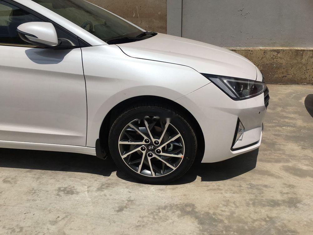 Bán xe Hyundai Elantra 1.6AT sản xuất 2019, giá tháp, giao nhanh (6)