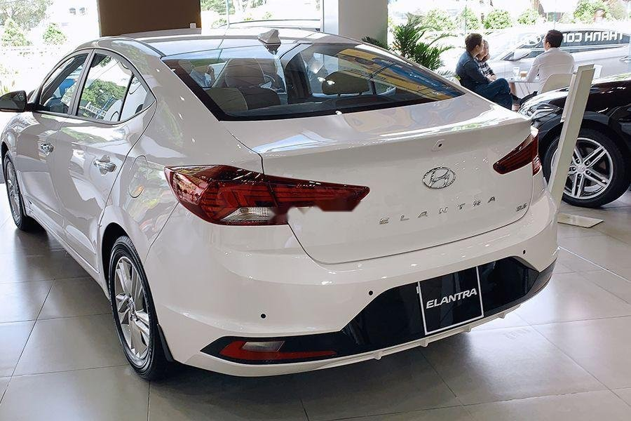 Bán Hyundai Elantra 1.6 MT đời 2019, giao xe ngay (5)