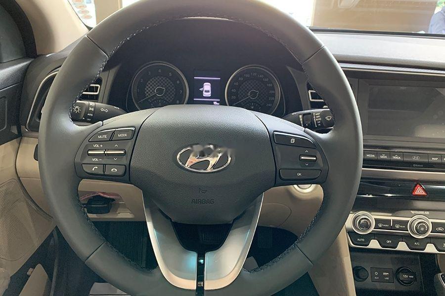 Bán Hyundai Elantra 1.6 MT đời 2019, giao xe ngay (8)