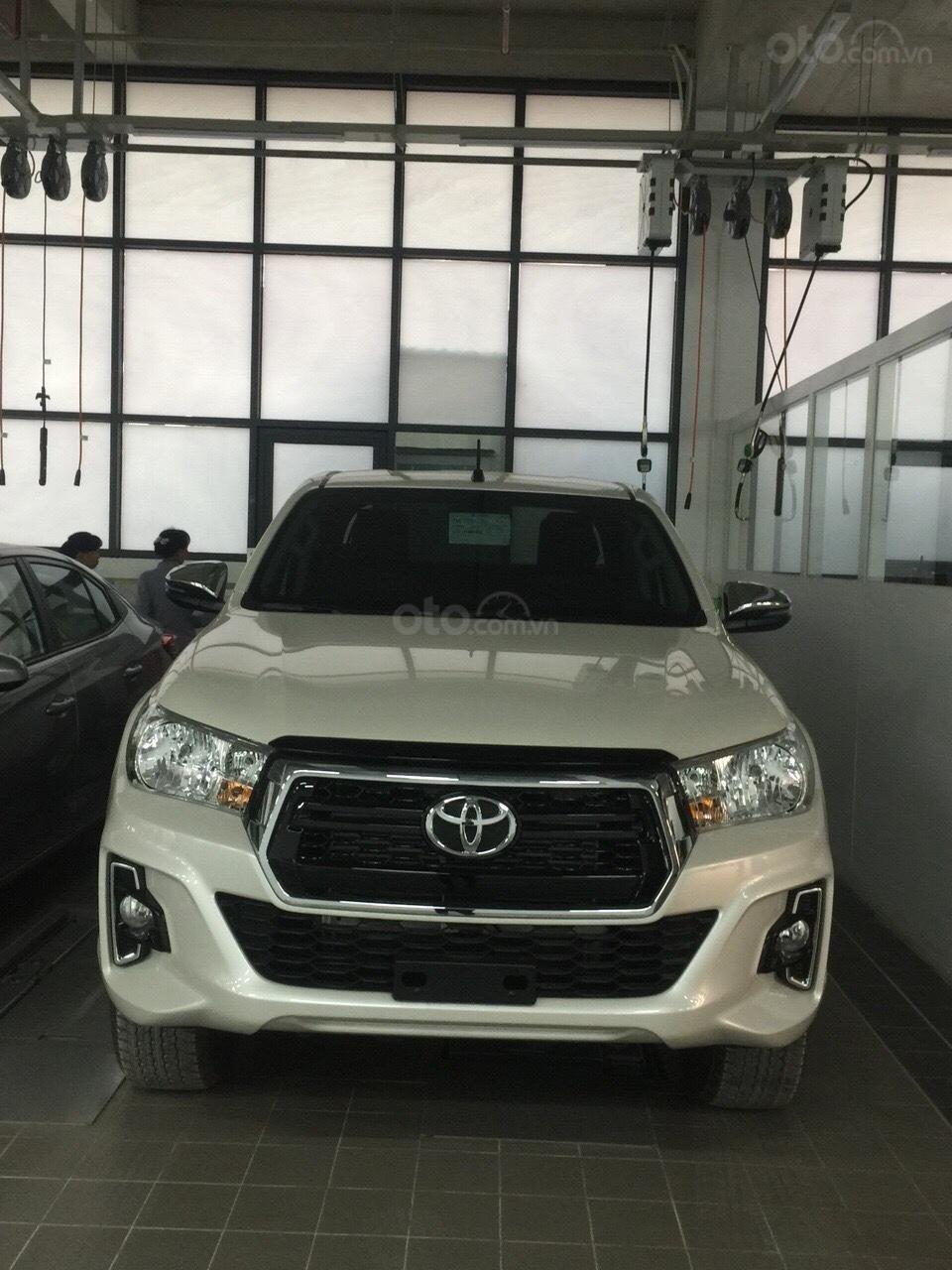 Toyota Hilux 2019 nhập khẩu - đủ màu giao ngay, giảm giá sốc và nhiều quà tặng giá trị. LH 097504019 (1)