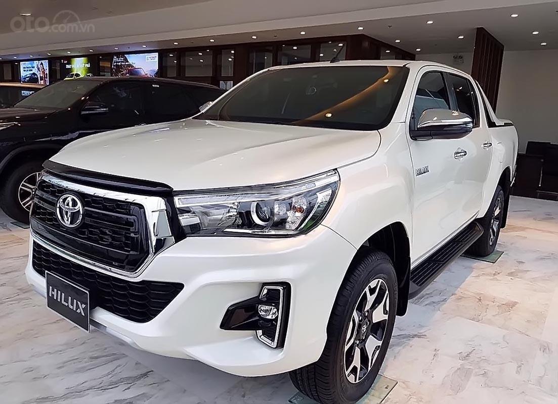 Bán Toyota Hilux 2.8G 4x4 AT sản xuất năm 2019, màu trắng, nhập khẩu, giá chỉ 853 triệu (1)