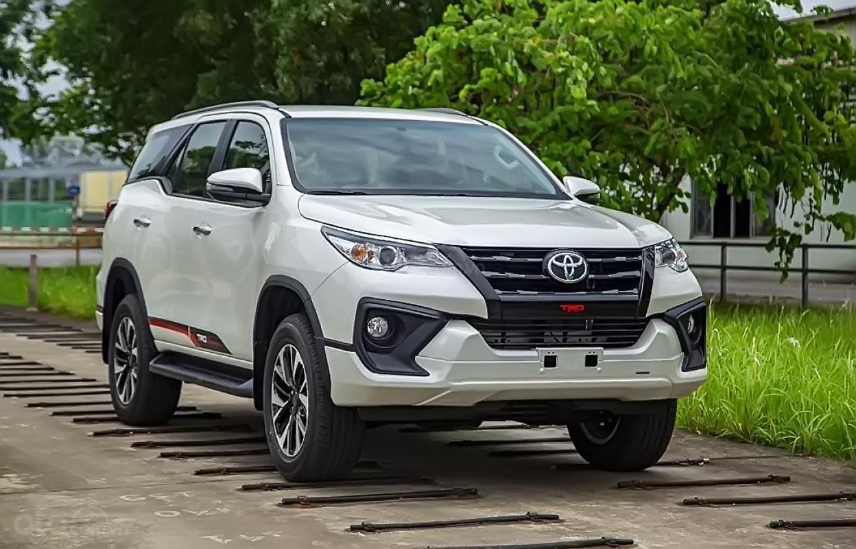Cần bán xe Toyota Fortuner 2019, màu trắng (2)