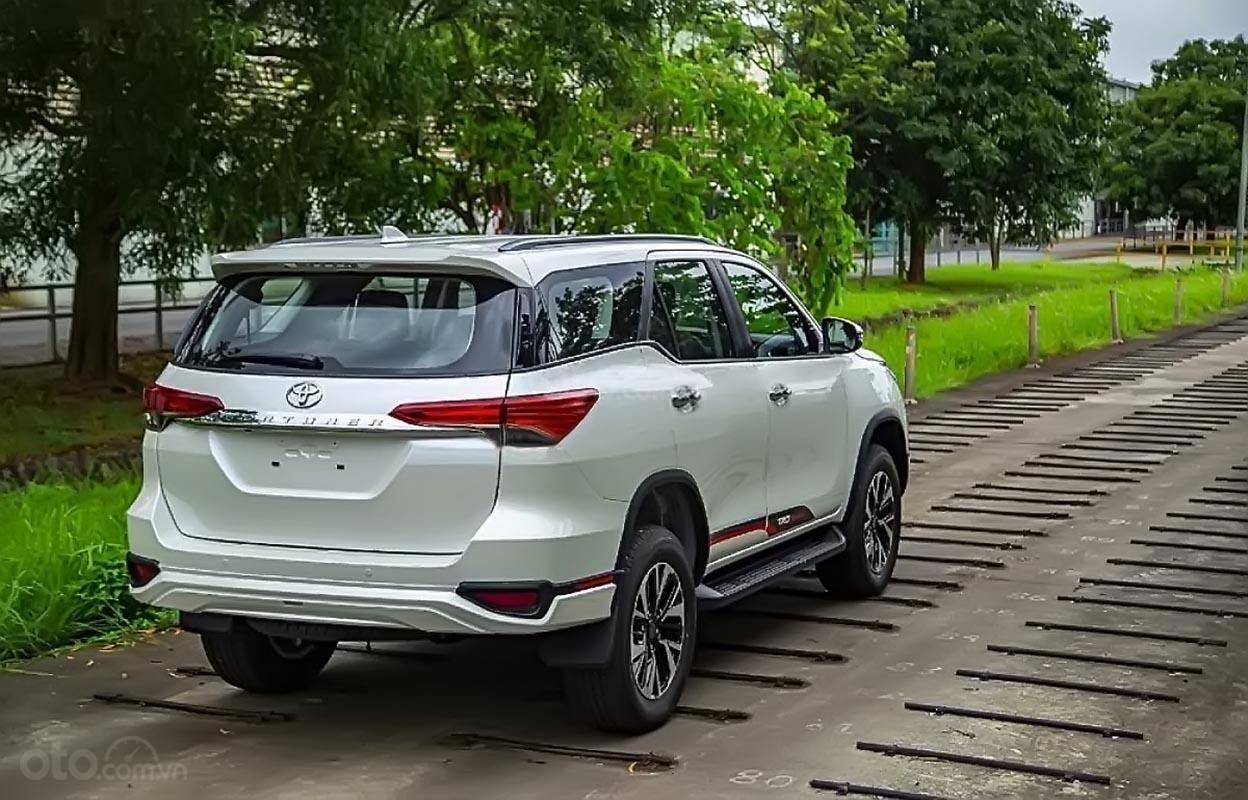 Cần bán xe Toyota Fortuner 2019, màu trắng (1)