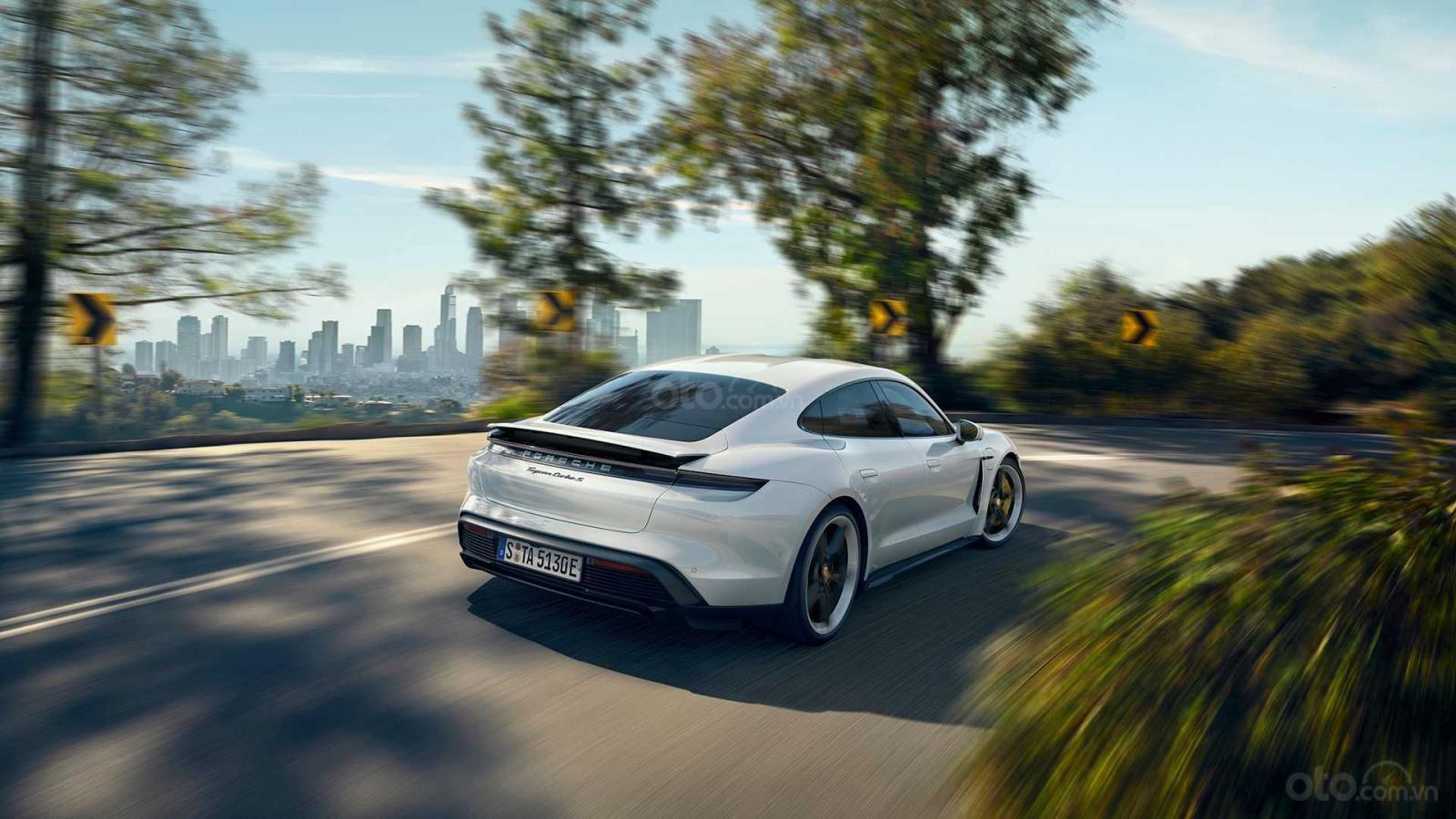 Porsche Taycan 2020 có hiệu suất và khả năng tăng tốc vô song.