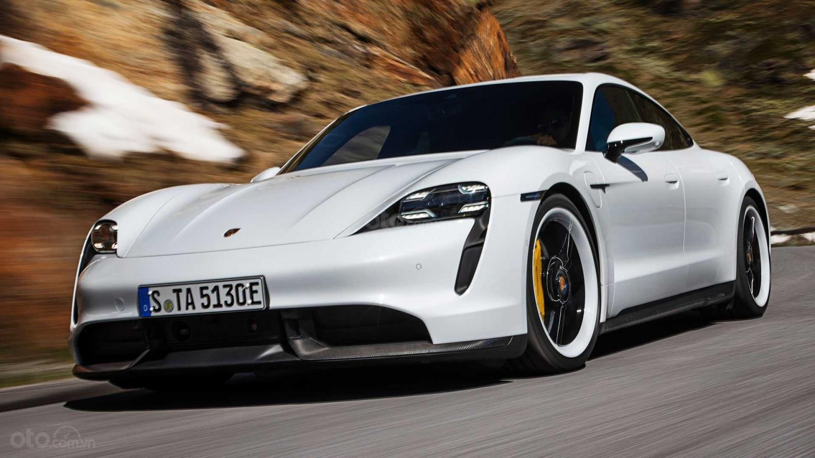Porsche Taycan 2020 mạnh mẽ hơn hầu hết xe điện khác.