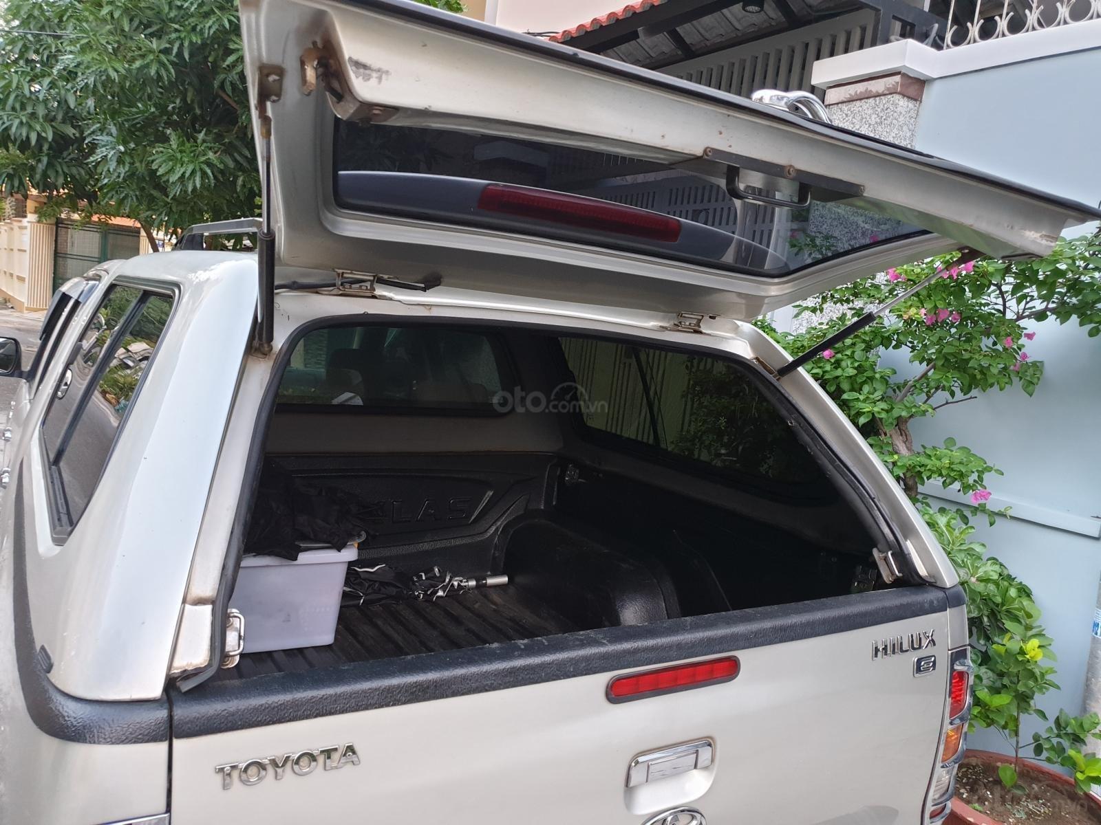 Cần bán gấp Toyota Hilux E 2010, màu bạc, nhập khẩu nguyên chiếc  (4)