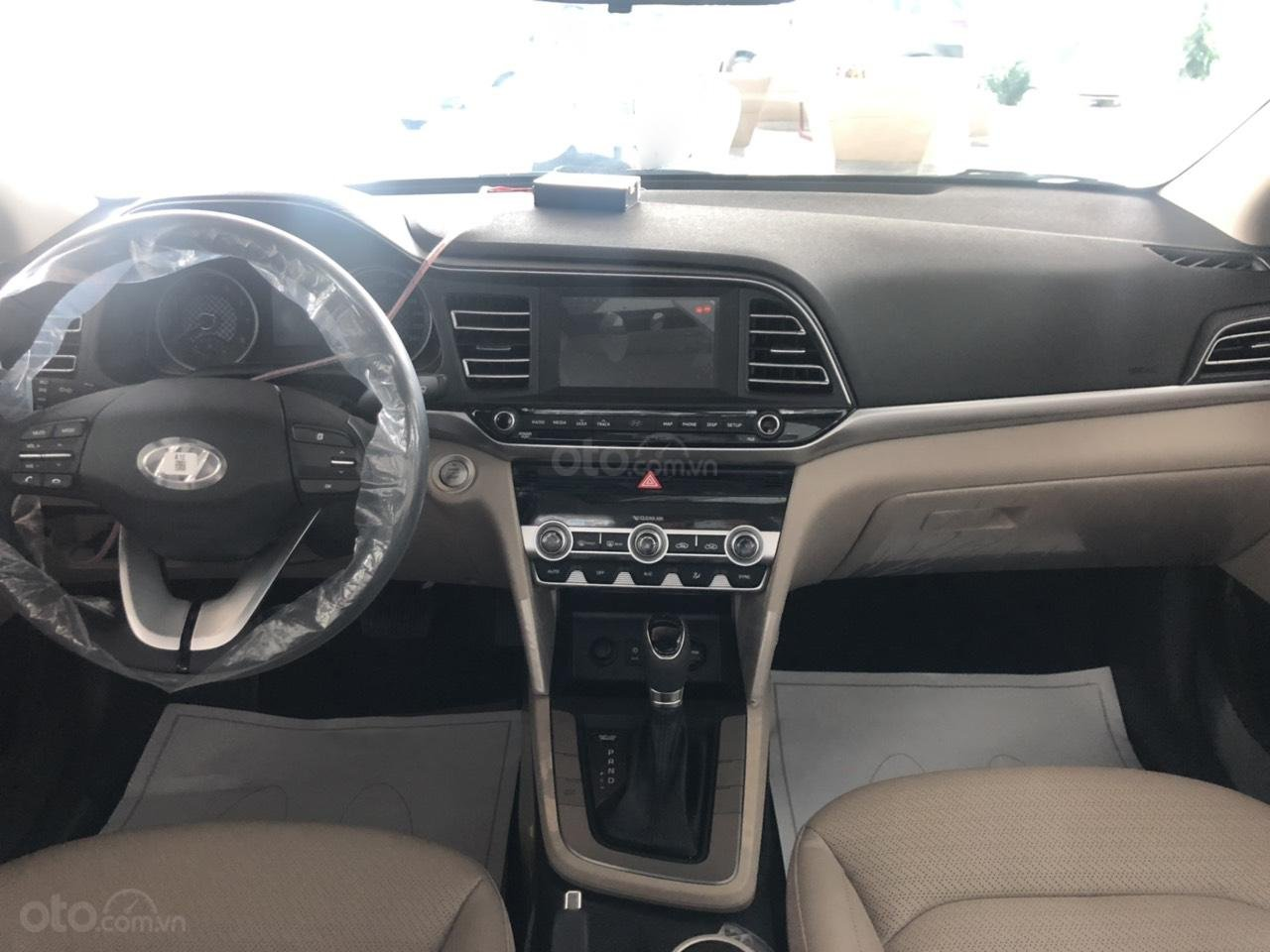 Hyundai Elentra 2019 - Giá tốt - Xe sẵn - Bank bao đậu (12)