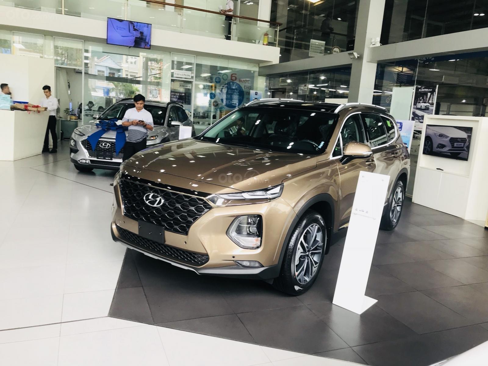 Giao xe ngay - Siêu khuyến mãi lớn 20 triệu tiền mặt khi mua Hyundai Santafe 2019, hotline: 0974 064 605 (1)