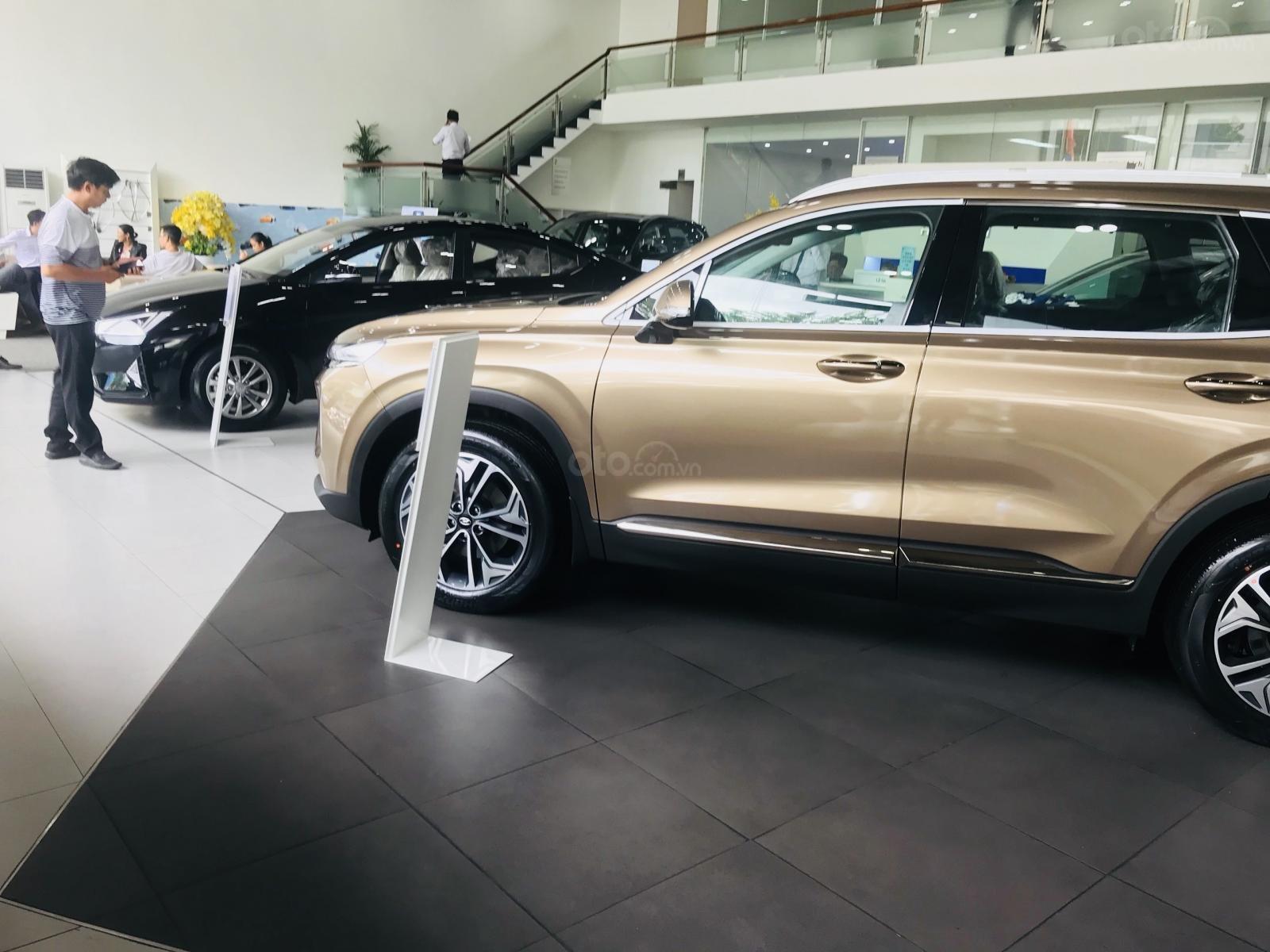 Giao xe ngay - Siêu khuyến mãi lớn 20 triệu tiền mặt khi mua Hyundai Santafe 2019, hotline: 0974 064 605 (3)