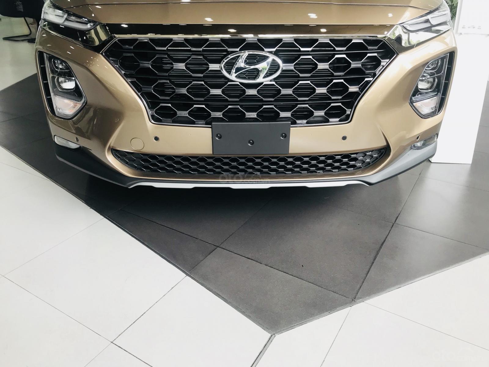 Giao xe ngay - Siêu khuyến mãi lớn 20 triệu tiền mặt khi mua Hyundai Santafe 2019, hotline: 0974 064 605 (6)