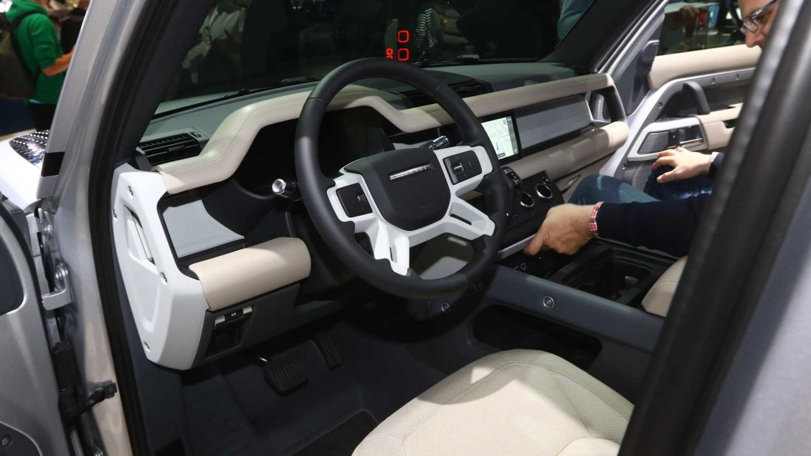 Nội thất của Land Rover Defender 2020.