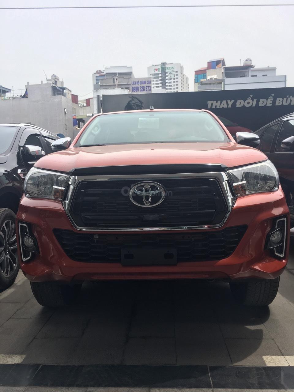 Toyota Hilux 2.4G AT 2019 giao ngay,giảm giá sốc,  giá cực kì tốt, hỗ trợ trả góp, LH ngay 0978835850 để ép giá (1)