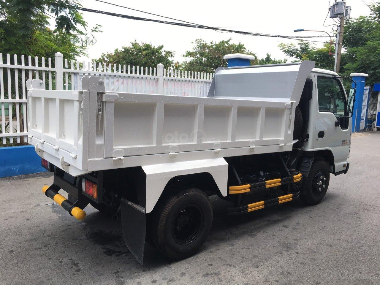 Bán Isuzu thùng ben 2.5M3 KM 100% thuế trước bạ, 200L dầu, 2 vỏ xe, máy lạnh (3)