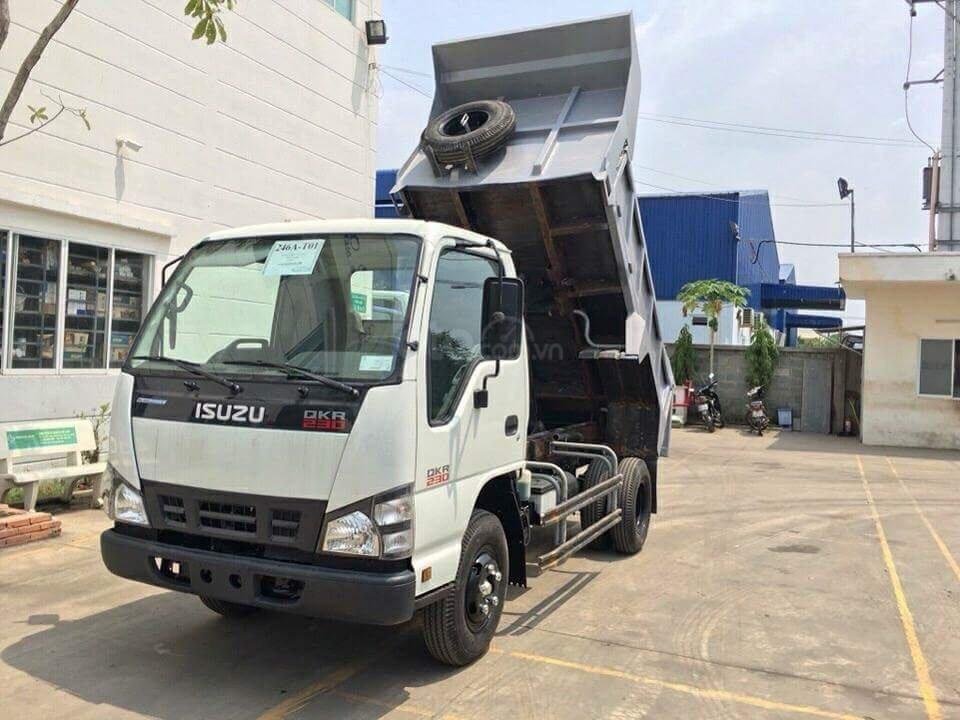 Bán Isuzu thùng ben 2.5M3 KM 100% thuế trước bạ, 200L dầu, 2 vỏ xe, máy lạnh (1)
