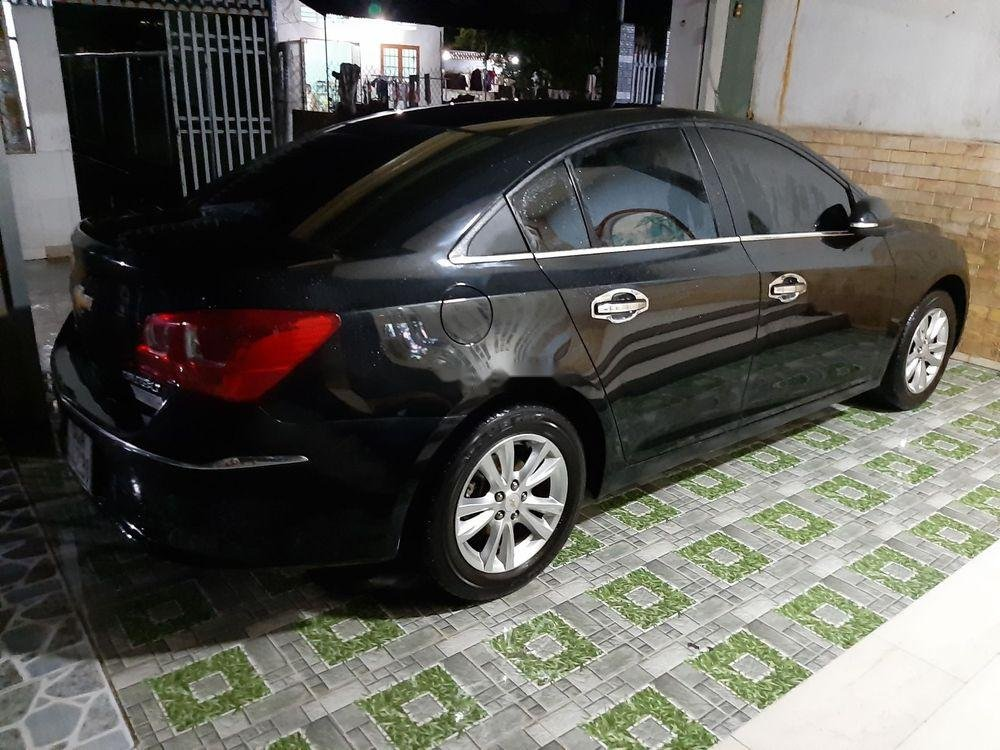 Cần bán gấp Chevrolet Cruze 2018, màu đen, xe gia đình (2)