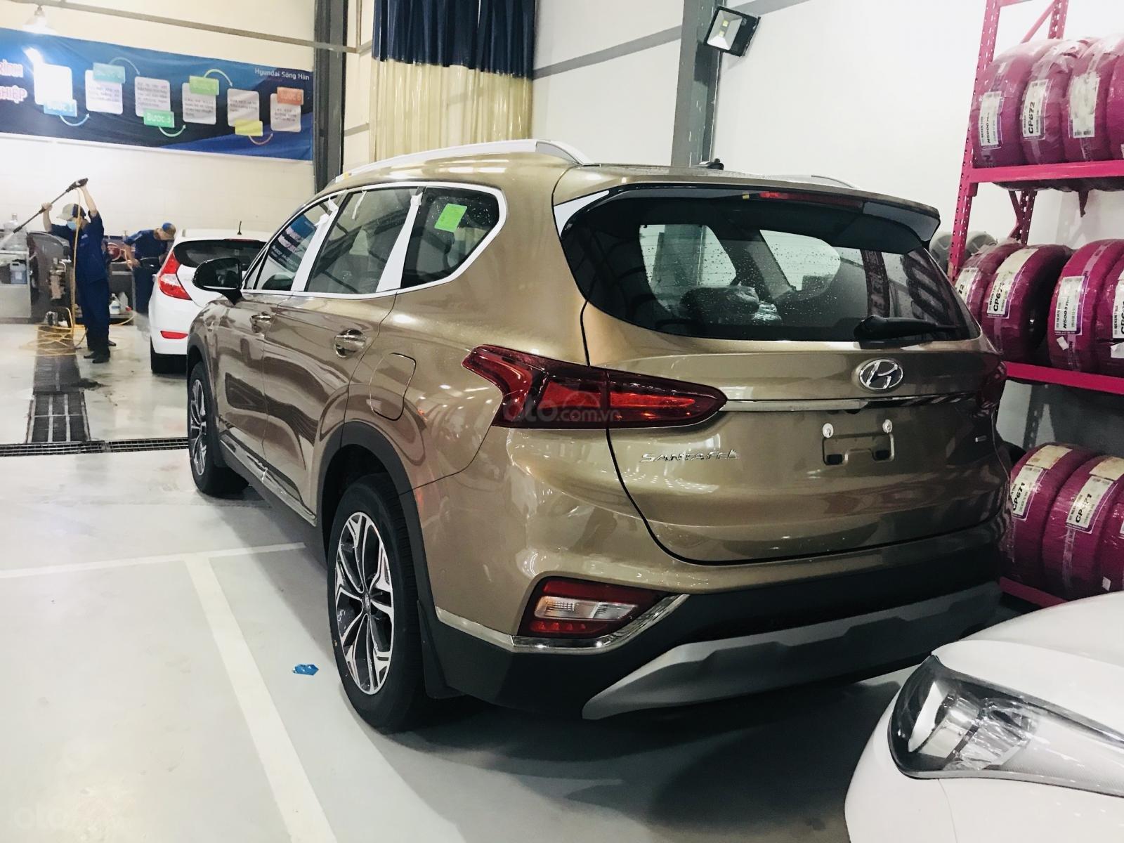 Giao xe ngay, khuyến mãi 30 triệu phụ kiện với Hyundai Santa Fe 2019, hotline 0974 064 605 (4)