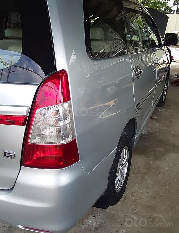 Bán xe Toyota Innova đời 2013, lên form 2015, màu bạc-4