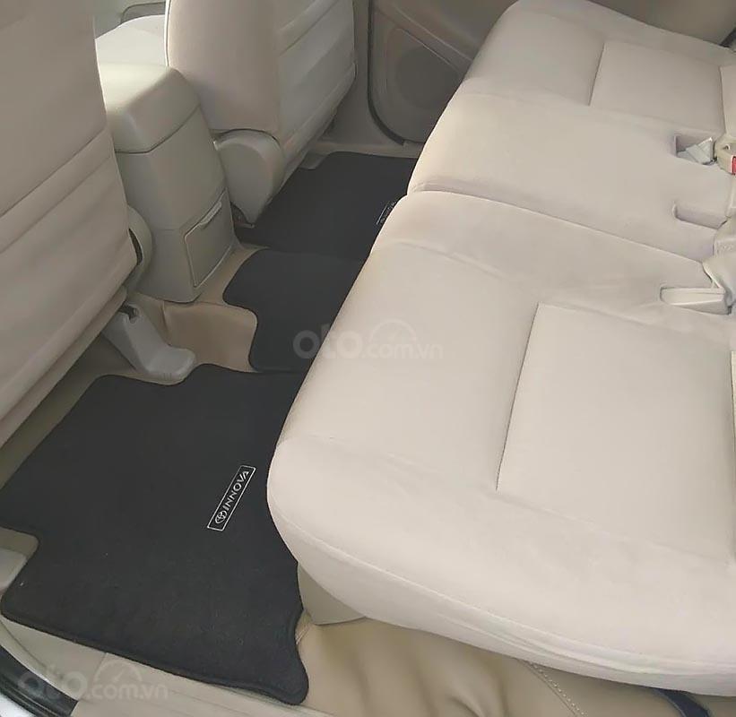 Bán xe Toyota Innova 2.0E năm 2015, màu bạc  (5)