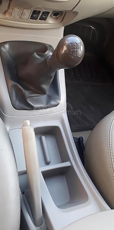 Gia đình bán Toyota Innova 2.0E năm 2014, màu vàng cát-1