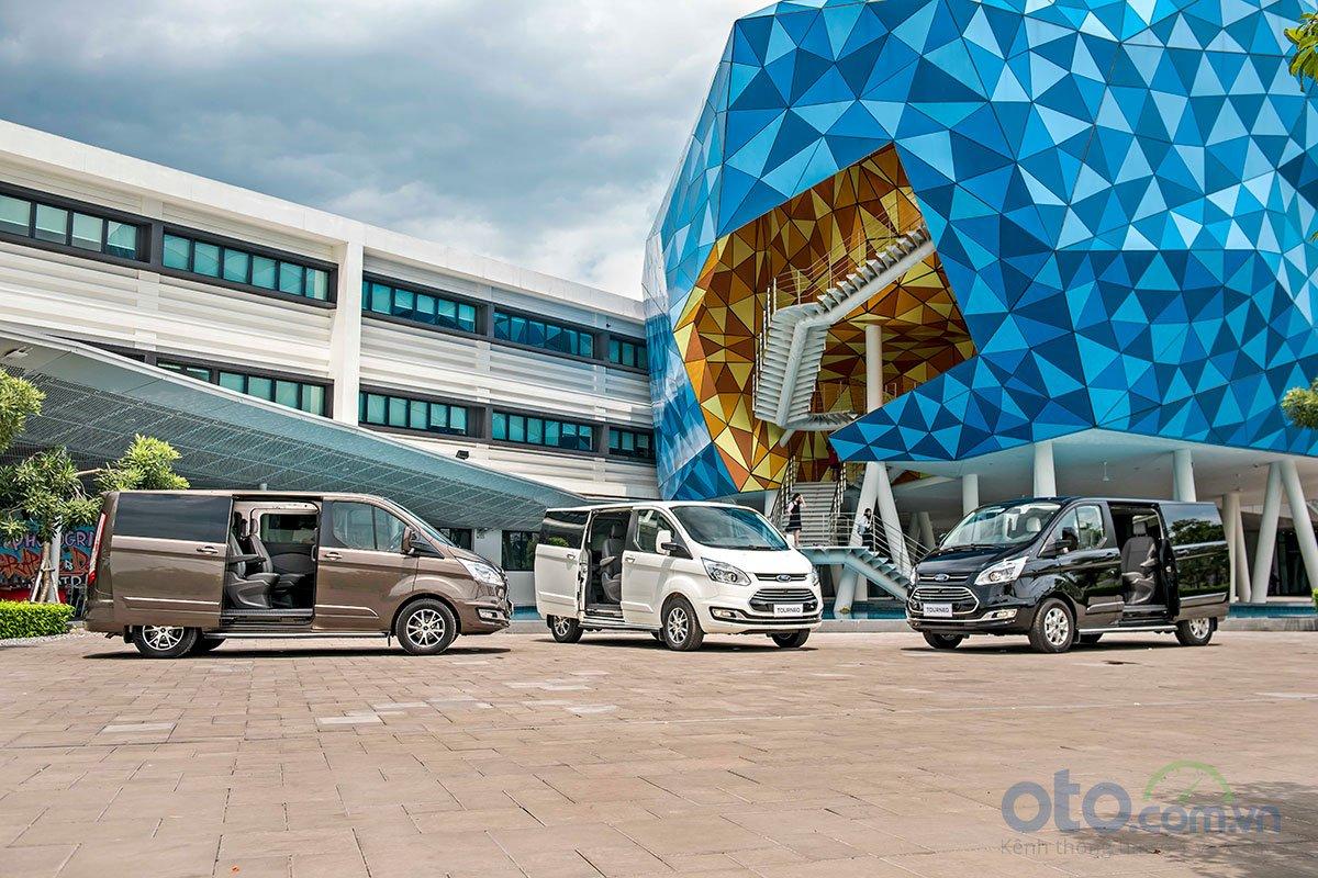 Ford Tourneo đã chính thức ra mắt với giá bán từ 999 triệu đồng.