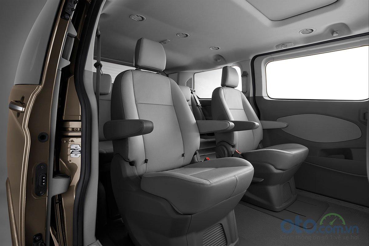 Ghế ngồi hàng thứ 2 của Ford Tourneo được thiết kế độc lập.