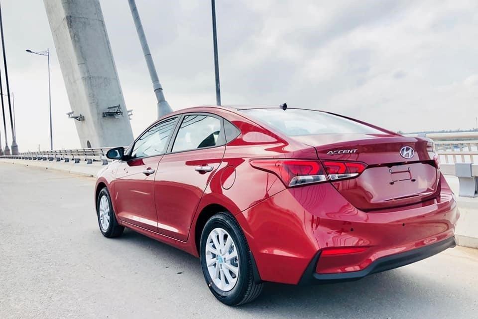 So sánh xe Hyundai Accent 2019 và Suzuki Ciaz 201: Thiết kế đuôi xe 1