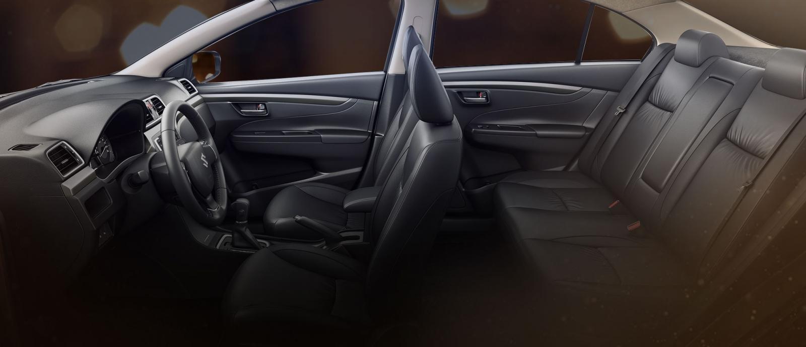 Toàn bộ ghế ngồi của Suzuki Ciaz 2019 bọc da màu đen a2