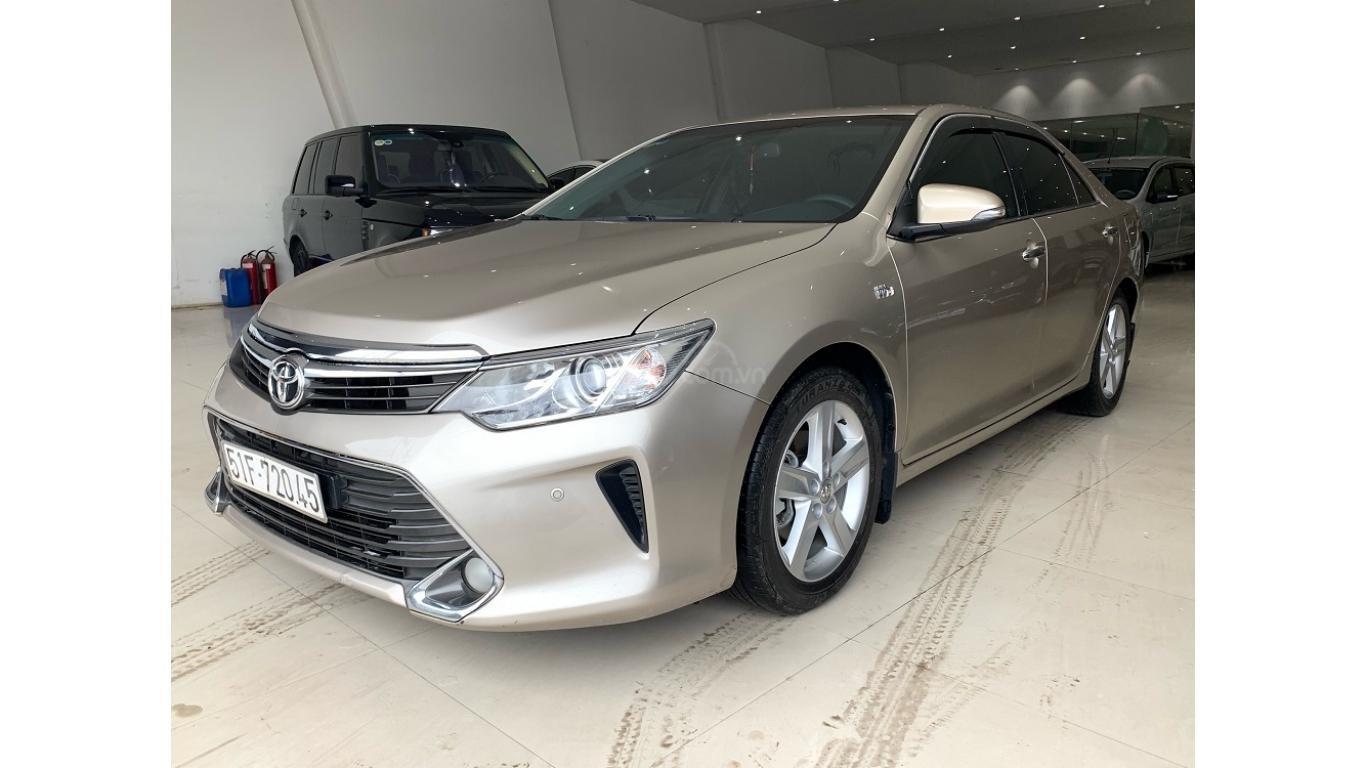 Cần bán Toyota Camry 2.5Q đời 2016 màu nâu vàng, trả trước chỉ từ 285tr, hotline: 0985.190491 (Ngọc) (3)