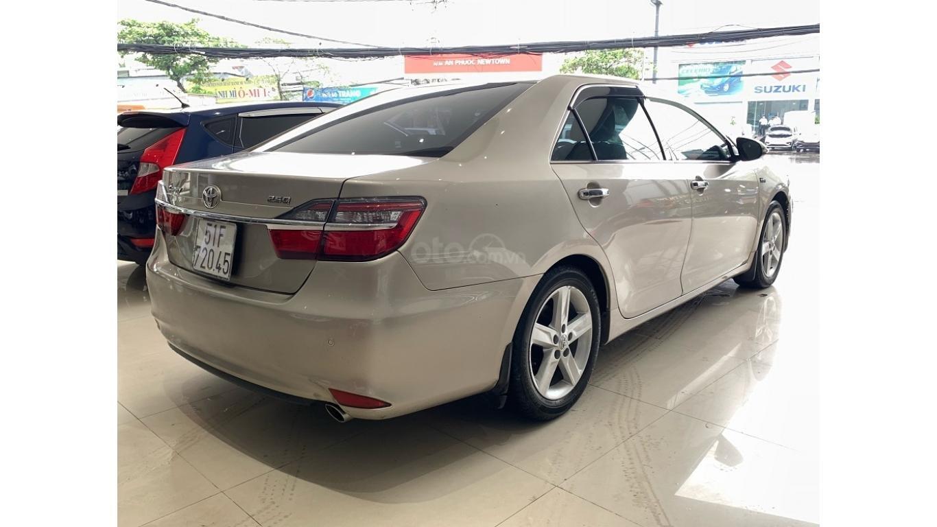 Cần bán Toyota Camry 2.5Q đời 2016 màu nâu vàng, trả trước chỉ từ 285tr, hotline: 0985.190491 (Ngọc) (4)