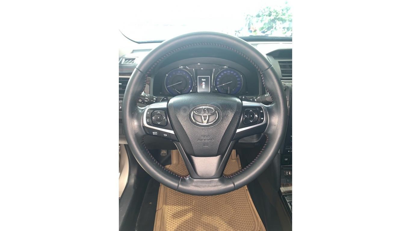 Cần bán Toyota Camry 2.5Q đời 2016 màu nâu vàng, trả trước chỉ từ 285tr, hotline: 0985.190491 (Ngọc) (10)