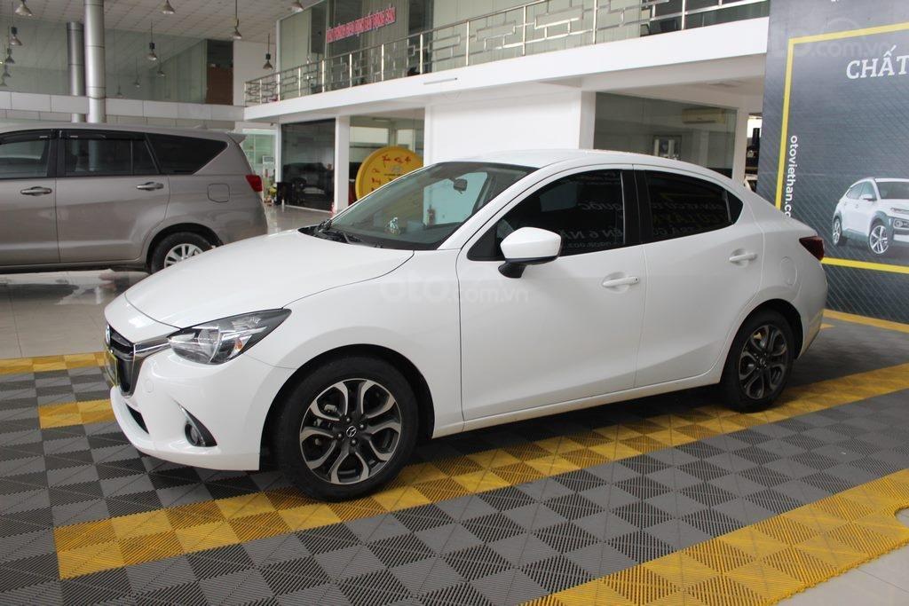 Cần bán xe Mazda 2 1.5AT đời 2017, màu trắng (1)