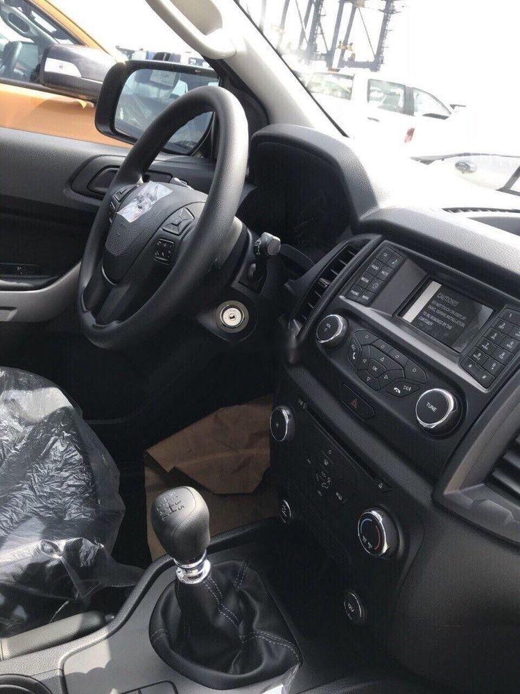 Bán Ford Ranger XLS MT sản xuất 2019, màu trắng, nhập khẩu nguyên chiếc (2)