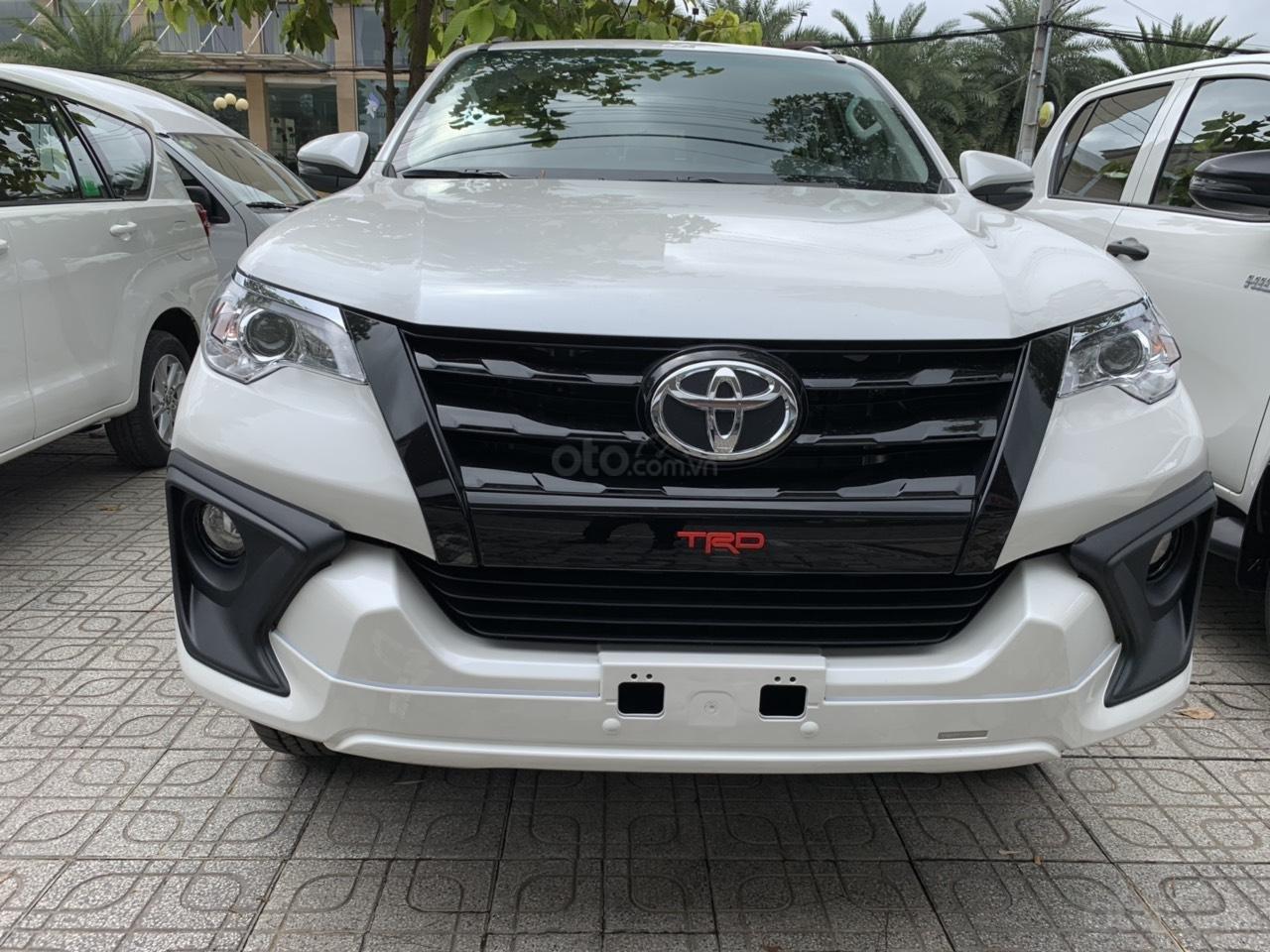Bán trả góp xe Toyota Fortuner TRD 2019 màu trắng tại Toyota Tây Ninh (1)