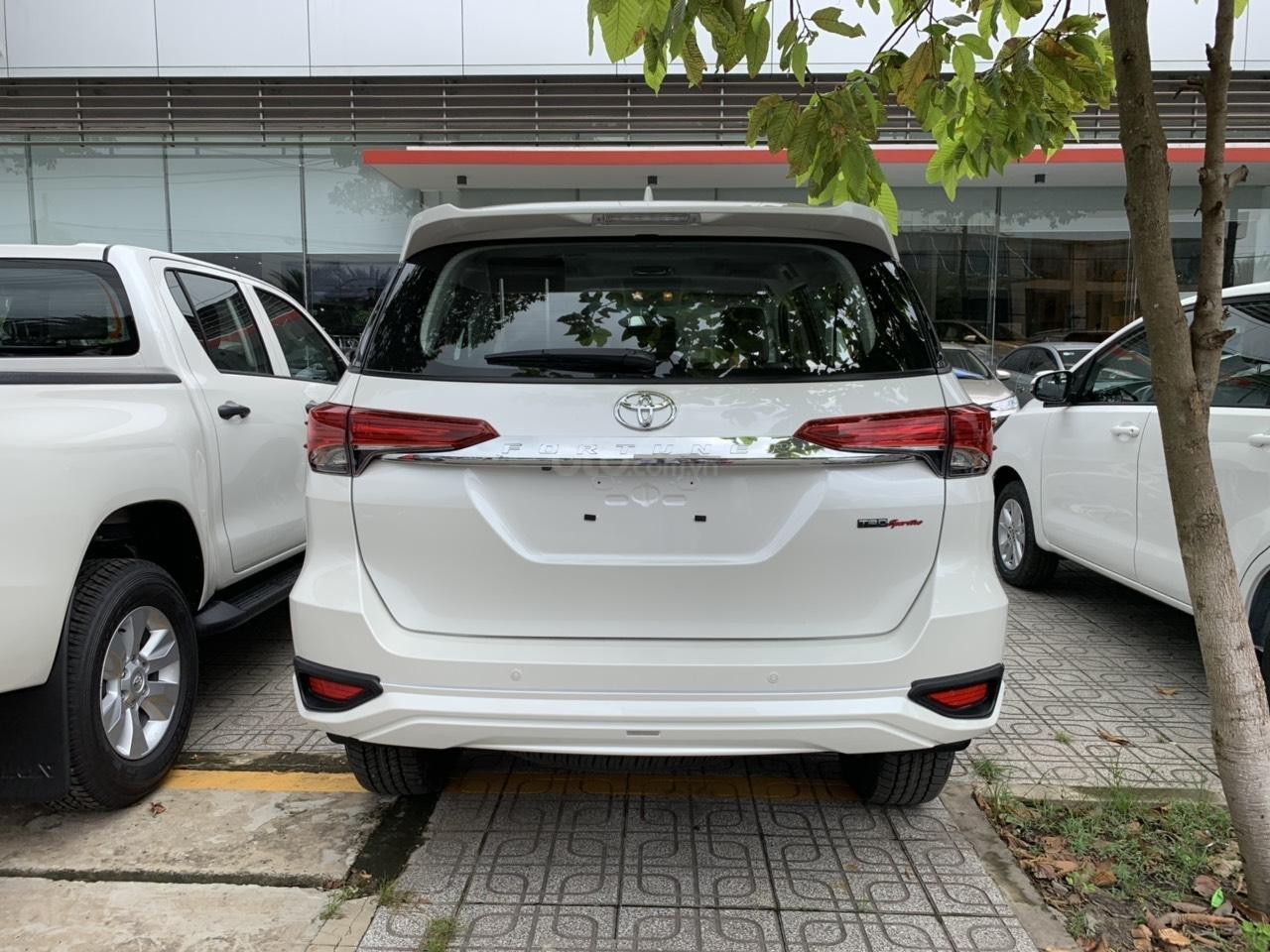 Bán trả góp xe Toyota Fortuner TRD 2019 màu trắng tại Toyota Tây Ninh (3)