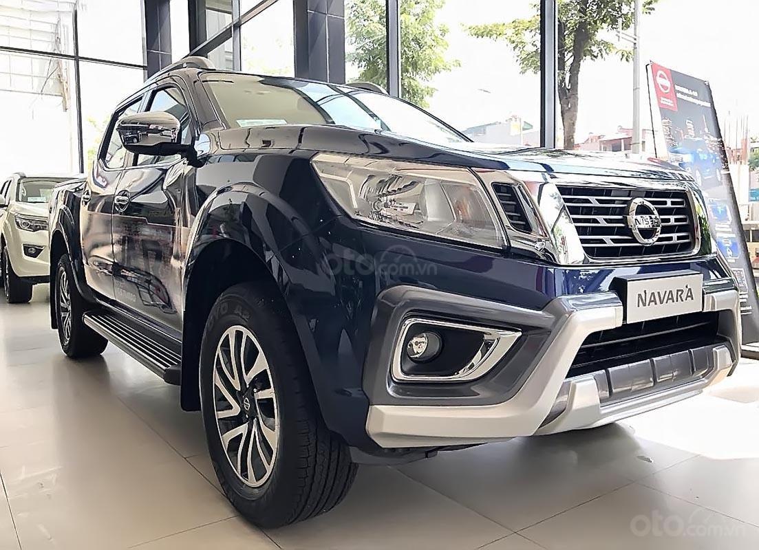 Bán Nissan Navara sản xuất 2019, màu xanh lam, nhập khẩu (3)