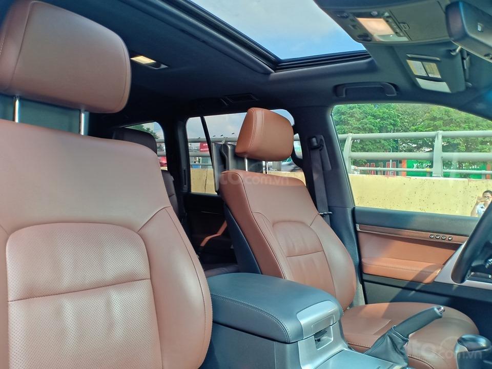 Bán Toyota Land Cruiser V8 5.7L model 2016, màu đen xe nhập khẩu nguyên chiếc (8)