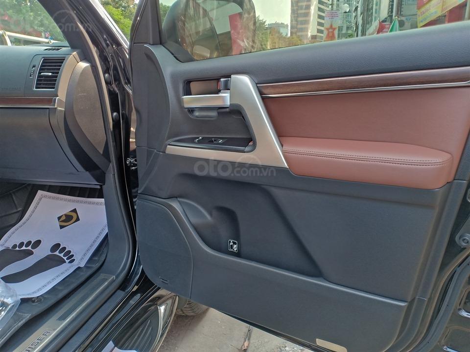 Bán Toyota Land Cruiser V8 5.7L model 2016, màu đen xe nhập khẩu nguyên chiếc (12)