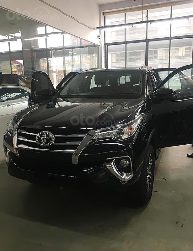 Bán xe Toyota Fortuner 2.4G 4x2 AT sản xuất năm 2019, màu đen (2)