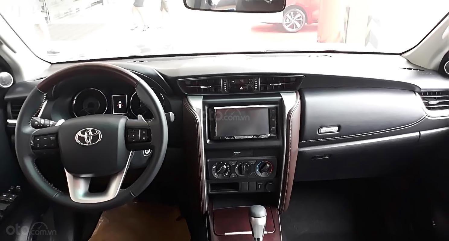 Bán xe Toyota Fortuner 2.4G 4x2 AT sản xuất năm 2019, màu đen (3)