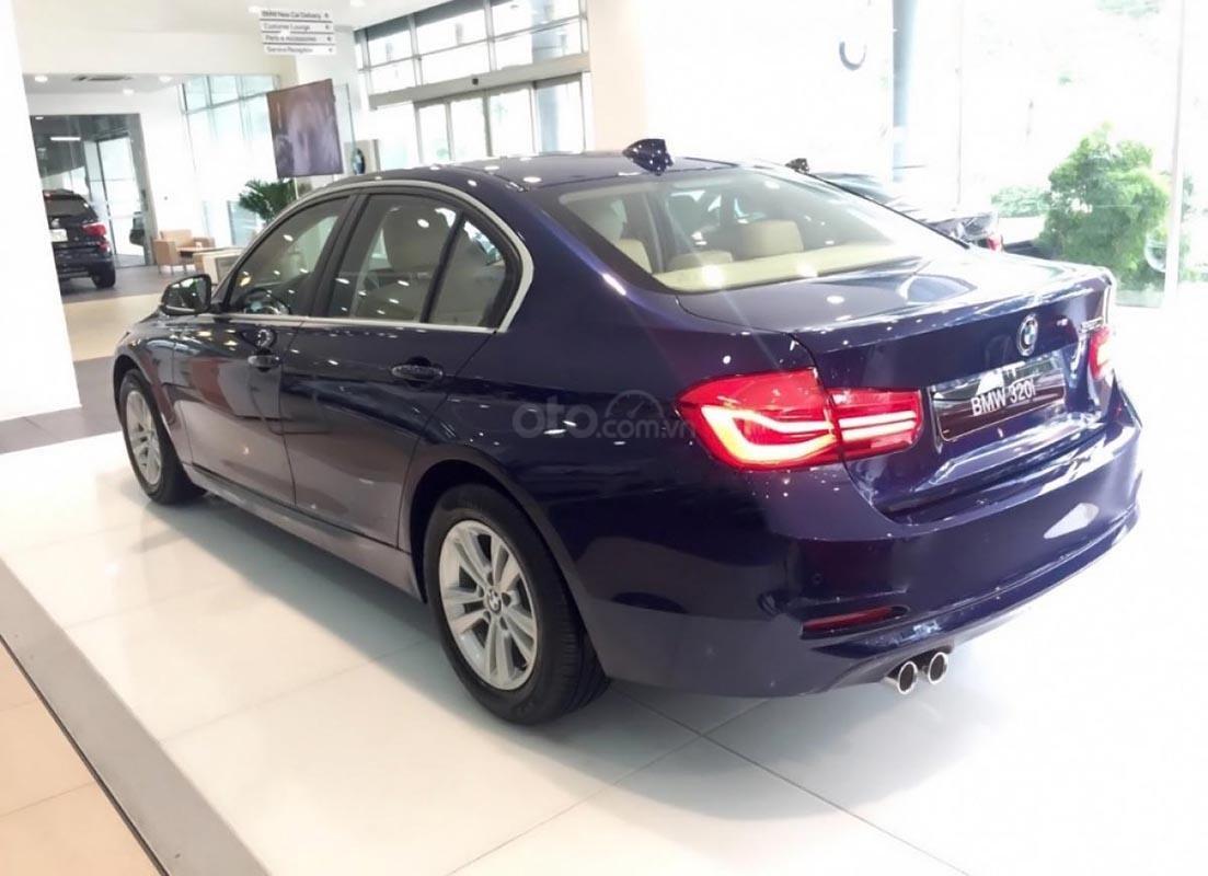 Bán BMW 320i năm 2019, màu xanh lam, xe nhập (2)