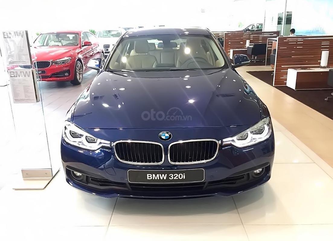 Bán BMW 320i năm 2019, màu xanh lam, xe nhập (1)