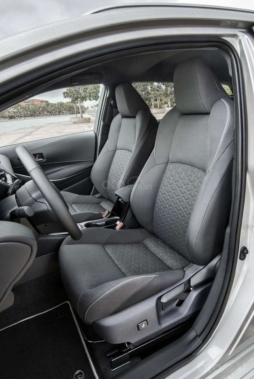 Ảnh chụp ghế trước xe Toyota Corolla Altis 2020