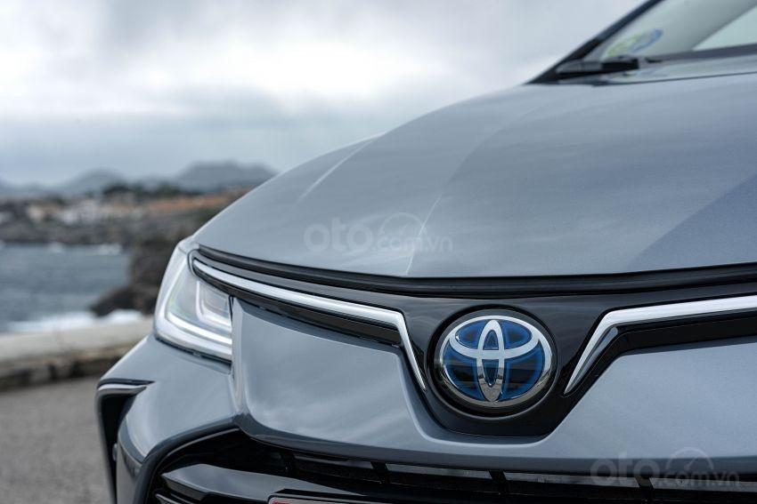 Ảnh chụp logo xe Toyota Corolla Altis 2020