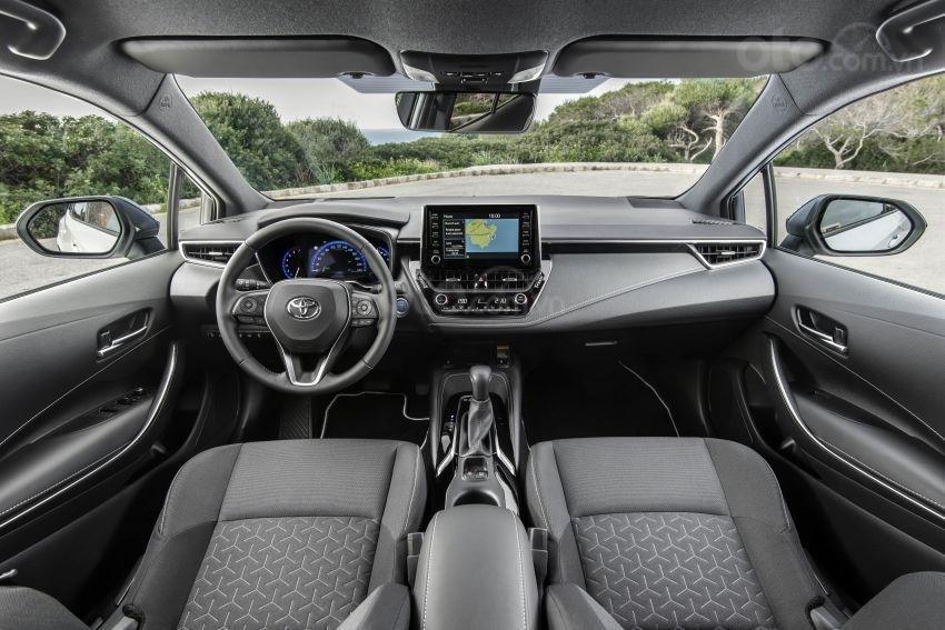 Ảnh chụp nội thất xe Toyota Corolla Altis 2020