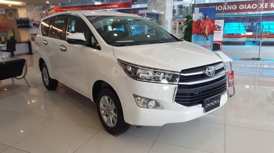 Bán xe Toyota Innova 2.0E MT 2019 giảm giá đến 60tr+ quà tặng phụ kiện Full, hỗ trợ trả góp 80% giá xe (1)